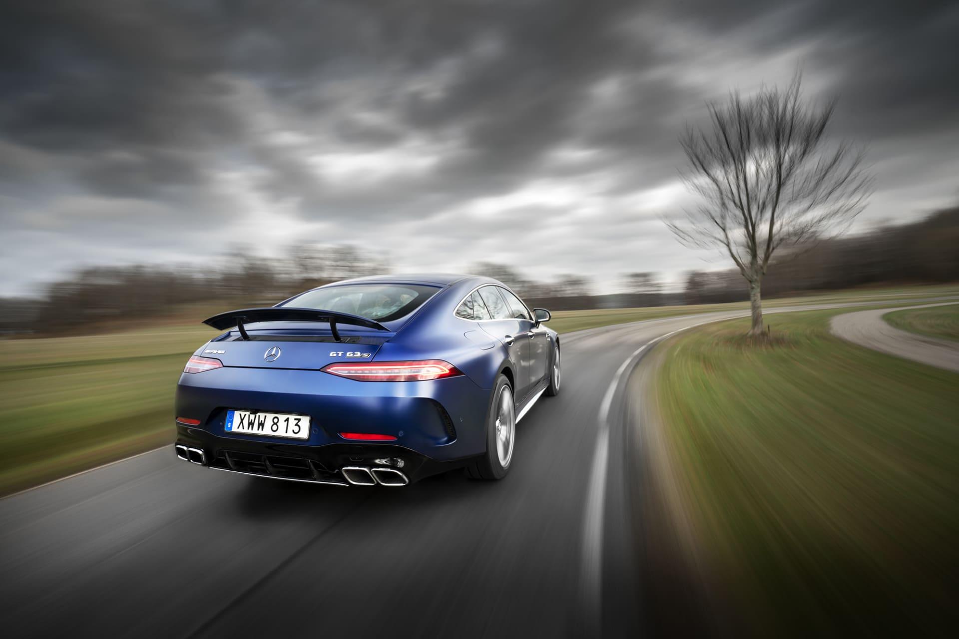 Om det hade varit möjligt att sväva bakom en AMG GT63s på full gas hade det varit bättre än många musikkonserter jag upplevt. Ljudet är fulländat trots att det är en turbomatad motor.