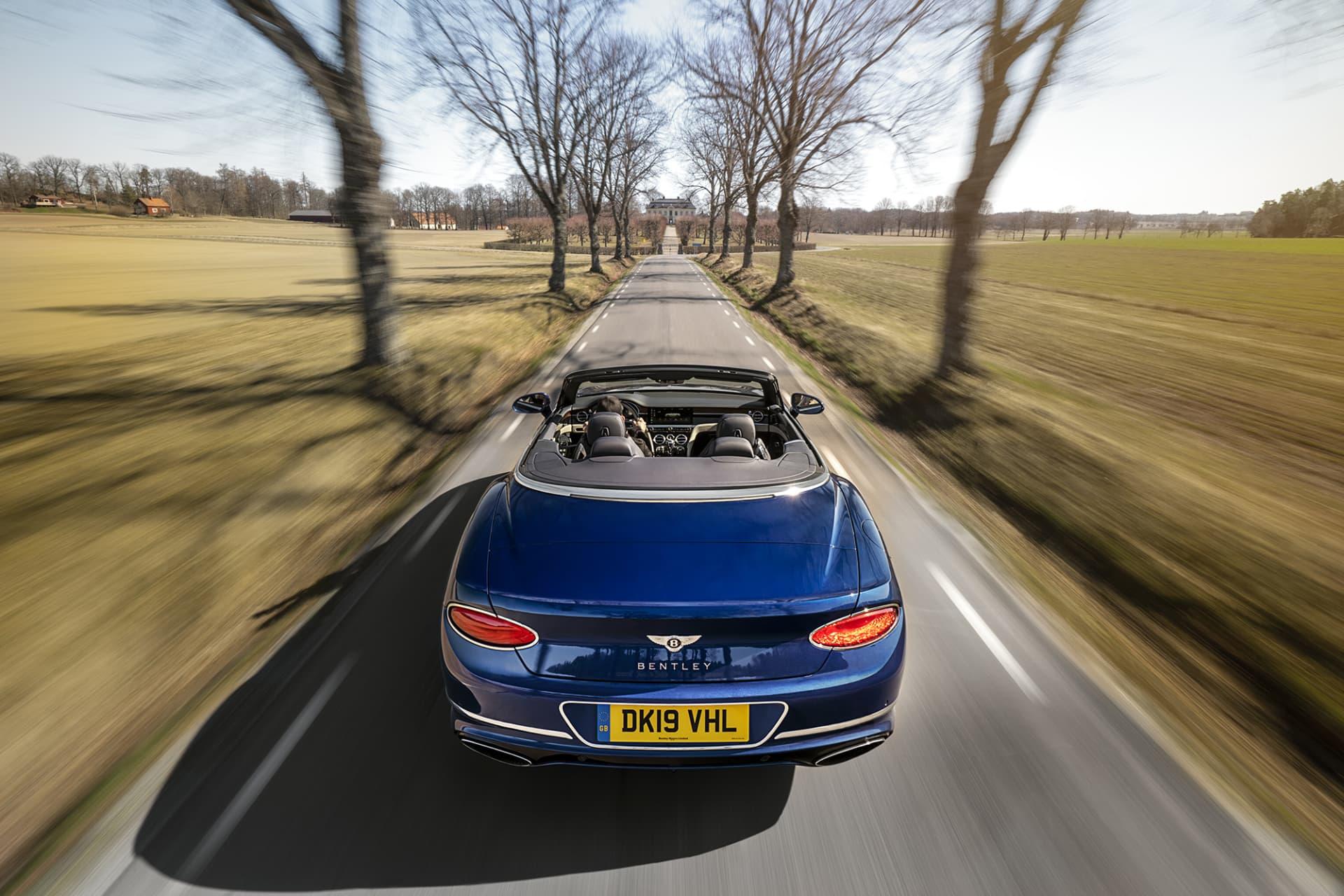Ska du köra en bil med nedfällbart tak tillhör Bentley Continental GT Convertible bland de bästa av de bästa!