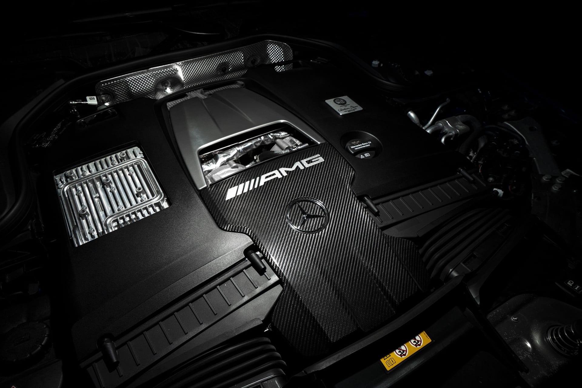 Hjärtat i AMG GT63s är den välljudande dubbelturbomatade V8-motorn på 4 liter med 639 hästar. Självklart med plaketten från AMG-ingenjören som byggt den.