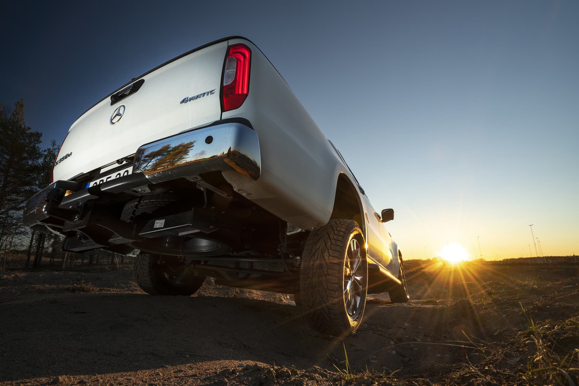 X-Class has good terrain knowledge thanks to low and high gear and can be equipped with diff lock back.