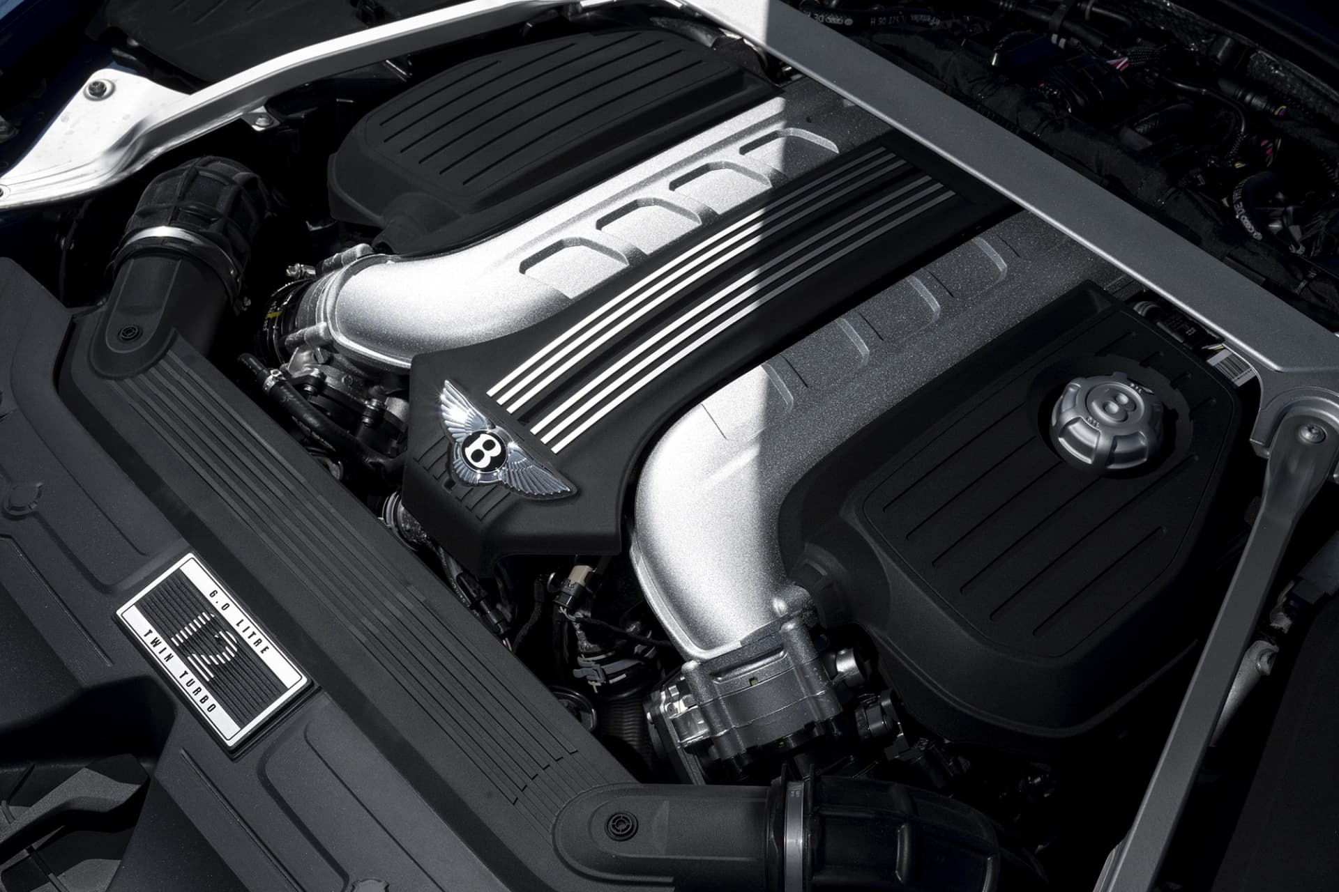 A 6 liter and 626 hp W12 engine allows for a lot of force when needed. But when you don't put the pedal to the metal, it feels like soaring on a cloud, and doing so in a fuel-efficient way.