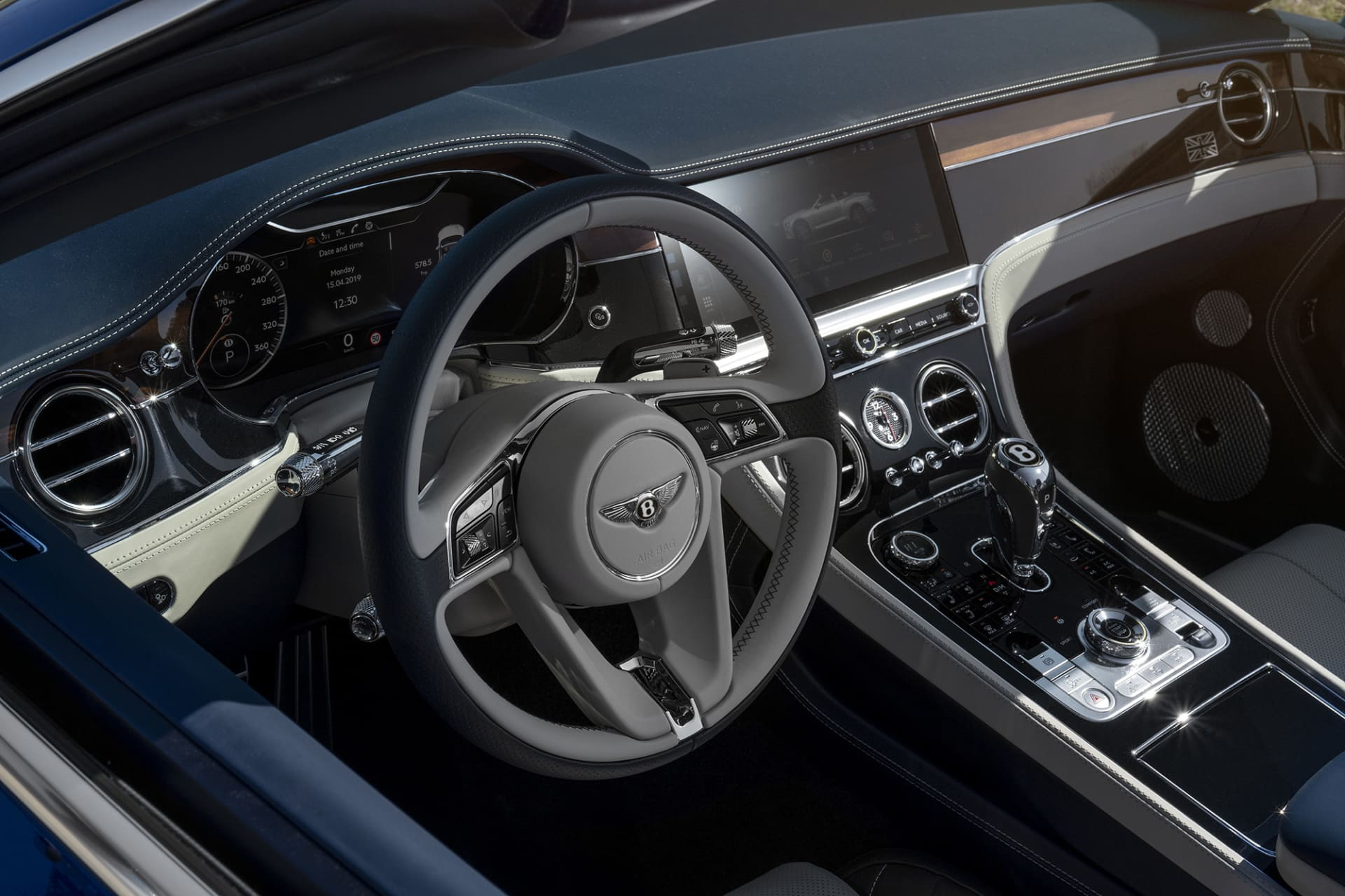 The feeling of craftmanship in the Continental GT Convertible is absolutely top class. Looking for flaws in a car like this is a waste of time when you can take the opportunity to fully enjoy its beauty instead.