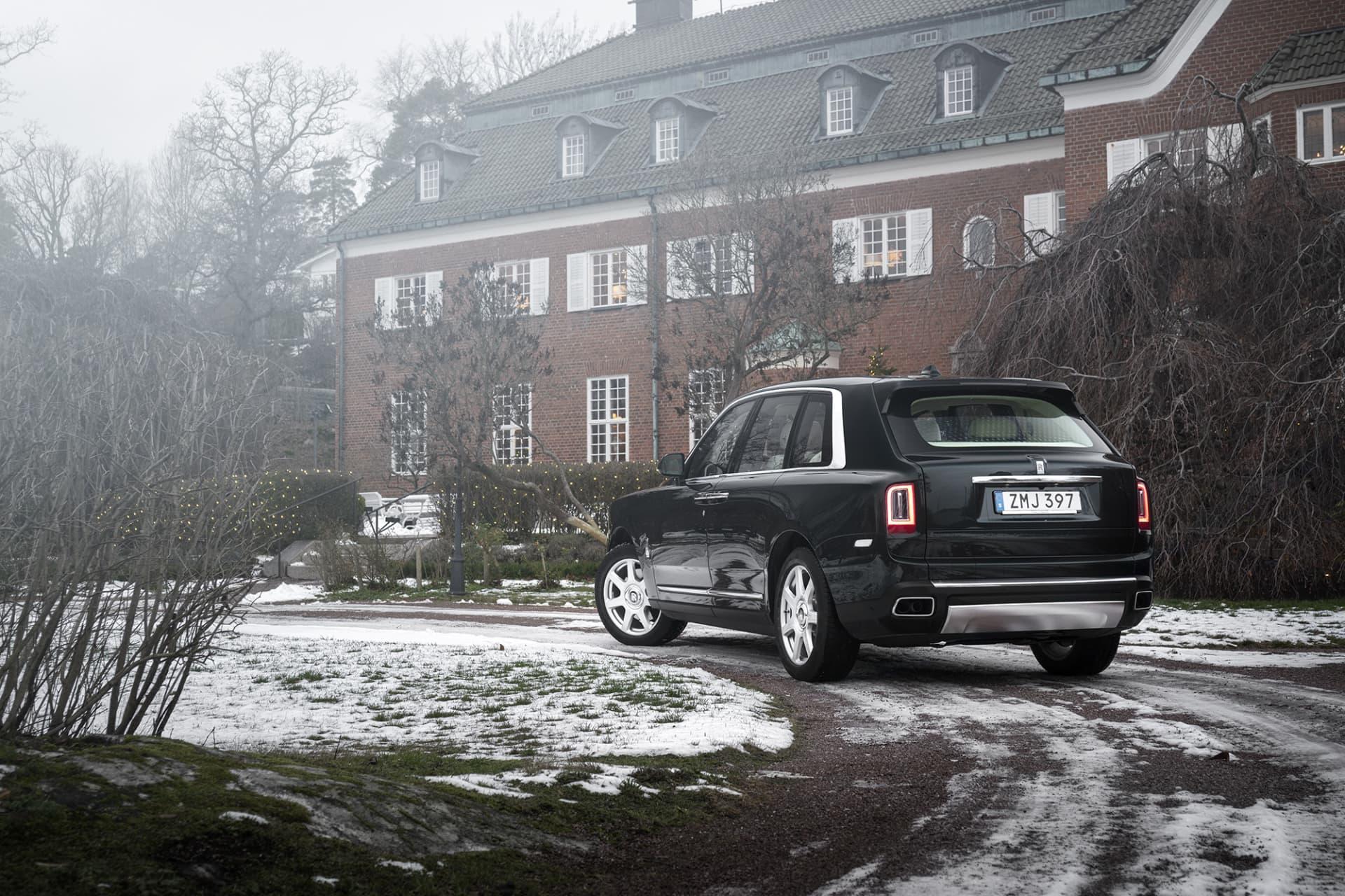 """Trots sin storlek och utformning kallar man inte Cullinan för en suv. På Rolls-språk heter det """"Offroad Capable Rolls-Royce""""."""
