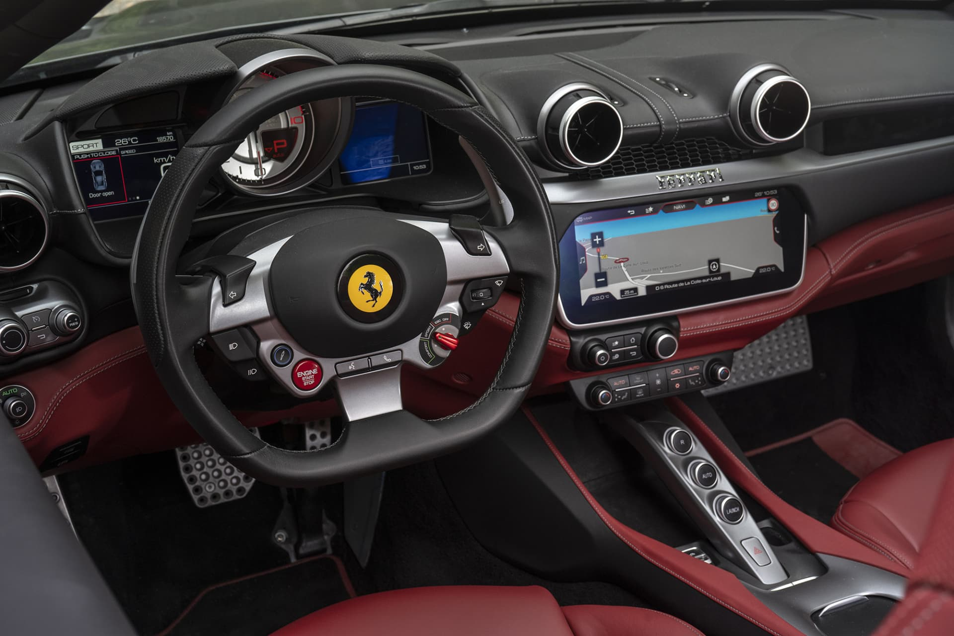 The interior of Portofino is like other Ferrari models very driver oriented. Behind the steering wheel there are no levers with the exception of the padles. All controls normally located there is controlled from the steering wheel.