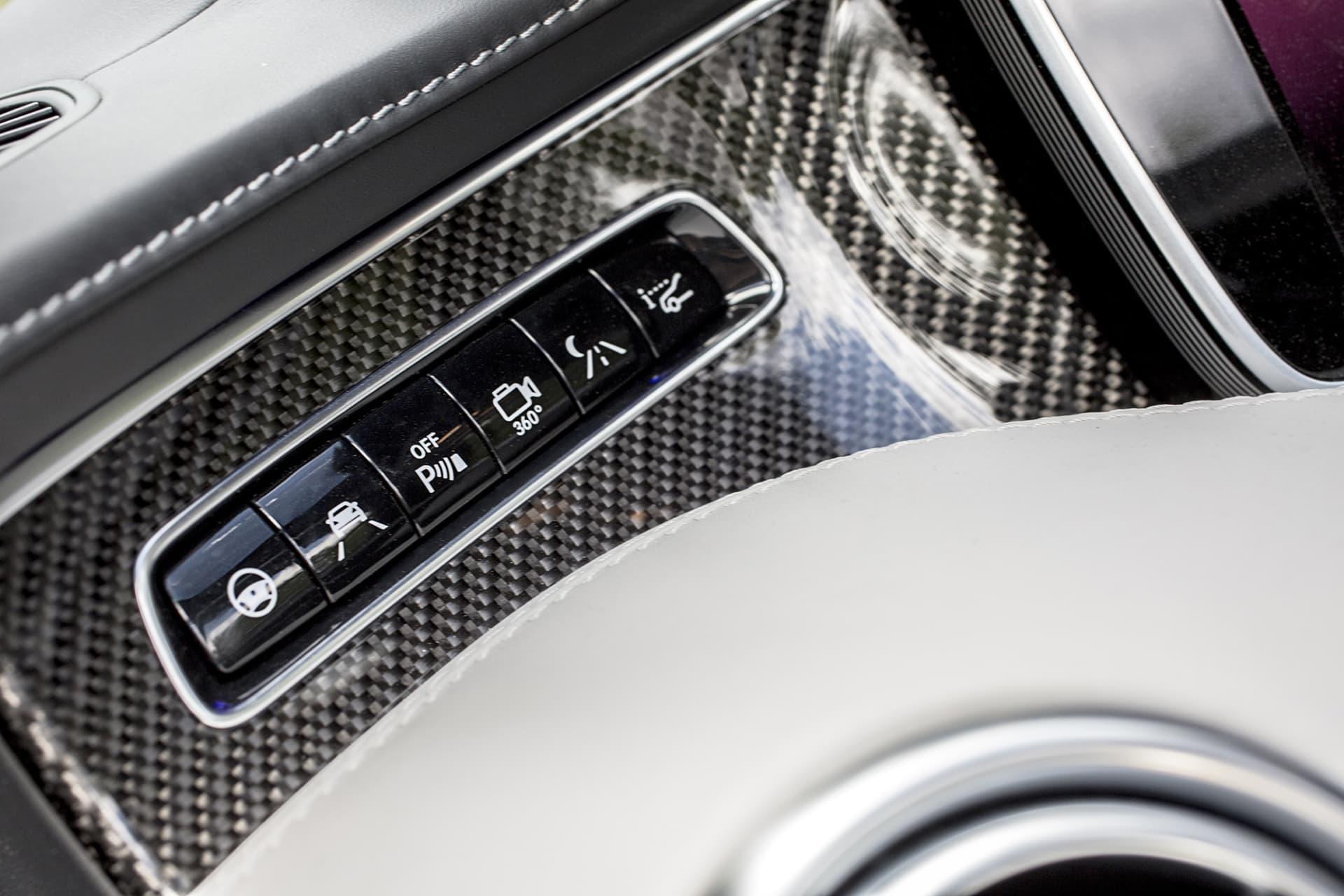 Säkerhetssystemen i AMG S 63 Cabriolet kan bokstavligen få bilen att köra sig själv
