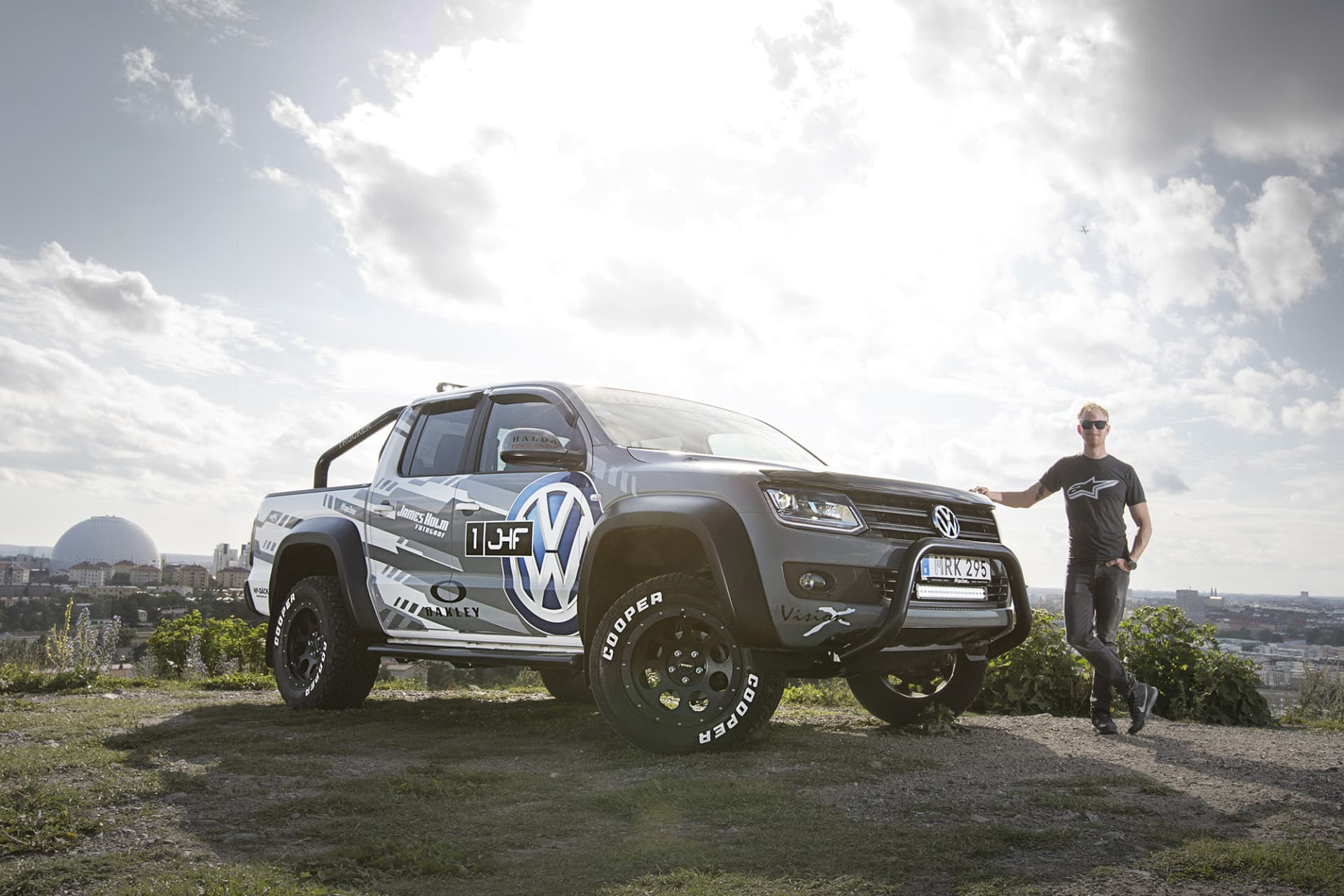 The other Amarok I had was modified with Delta 4x4 parts as well as lights from Vision X. The decor was inspired by the Volkswagen WRC car and designed by graphic artist and graffiti painter Gorm Boberg from Gothenburg.