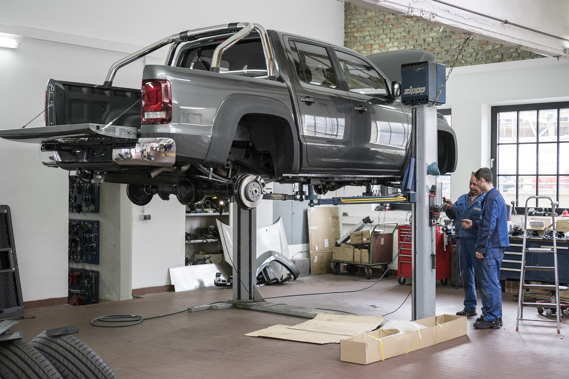 As soon as I got the car, I drove to Delta 4x4 outside of Munich where the car was modified. Since it was the first V6 to be rebuilt, not everything was a perfect fit. But that was no problem for Hans, a technician at Delta 4x4.