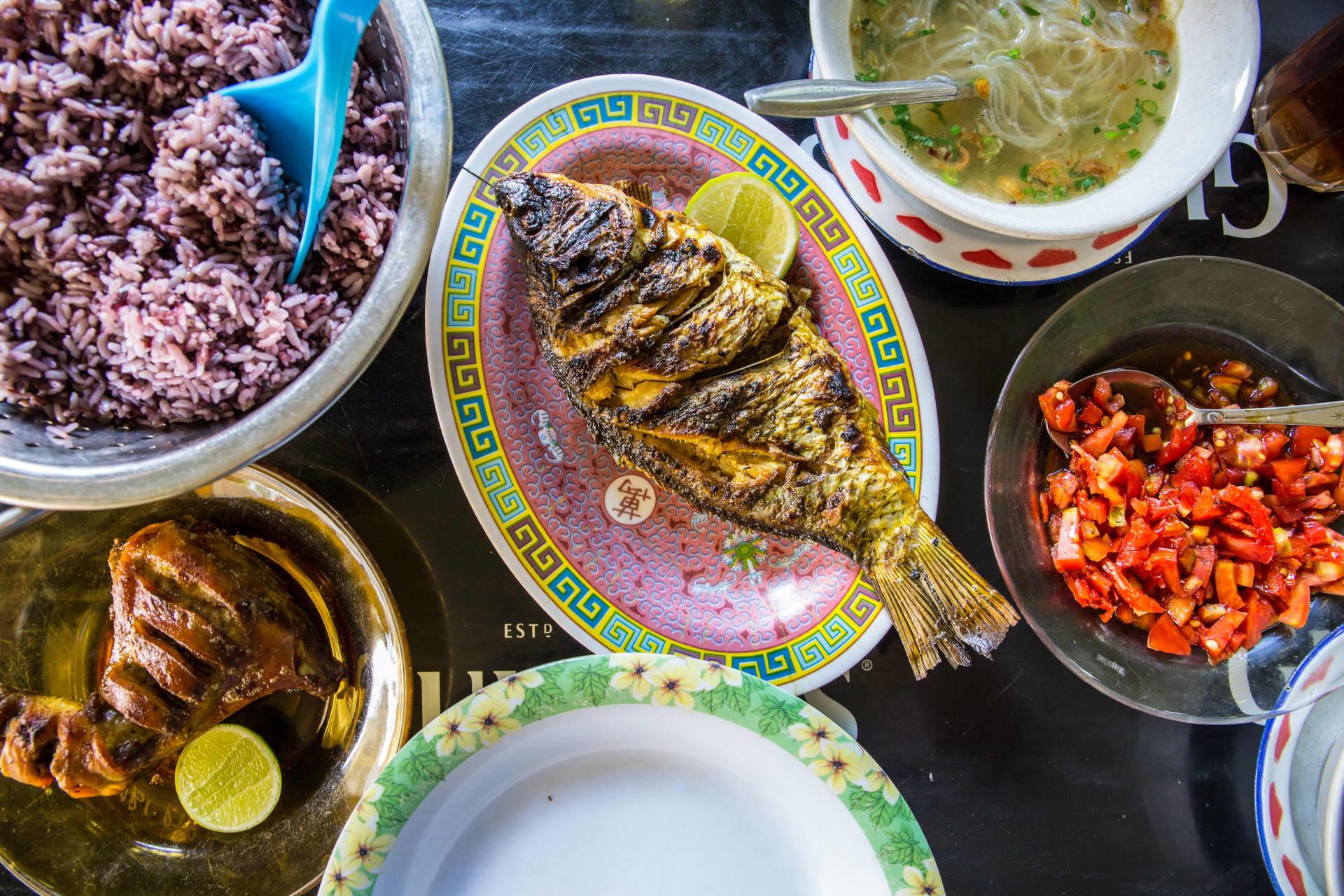 Ikan bakar and ayam goreng with rice.