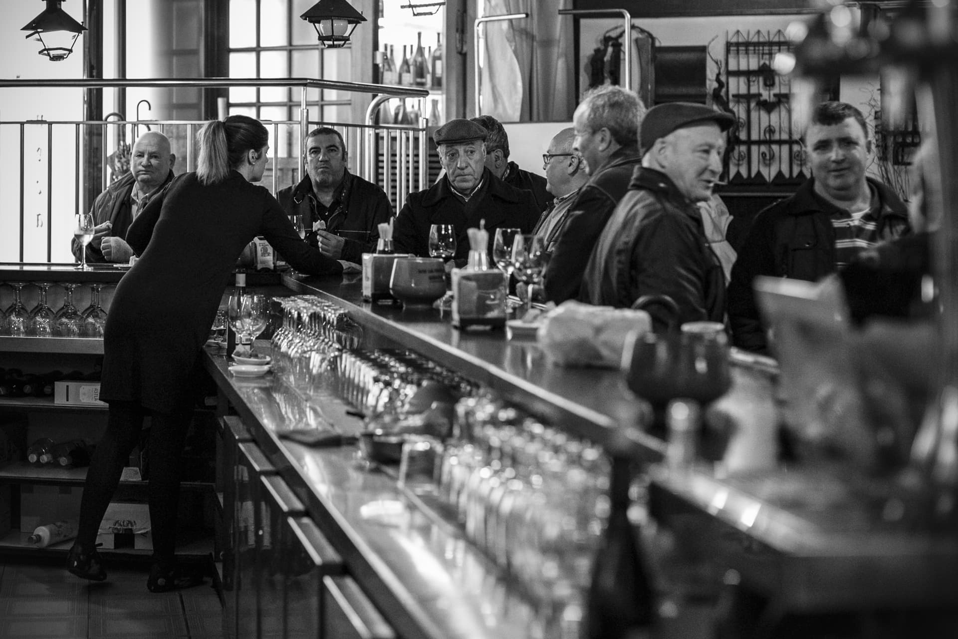 It's wonderful to find regular customers with their berets and their umbrellas, having a glass of wine and tapas. Two worlds, traditional and avant-garde,intersecting in the same space.
