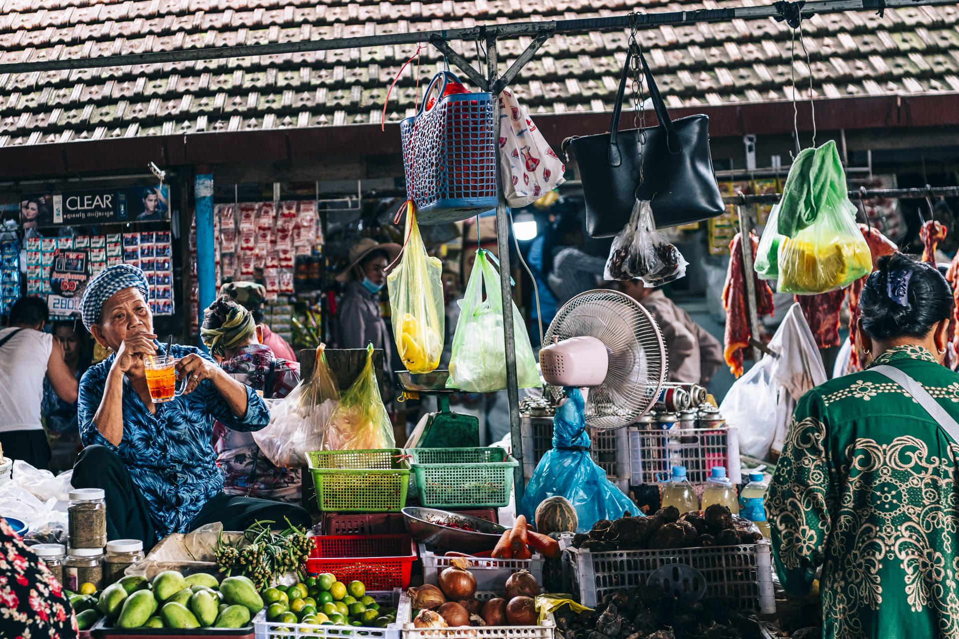 A bustling Kampot market scene.