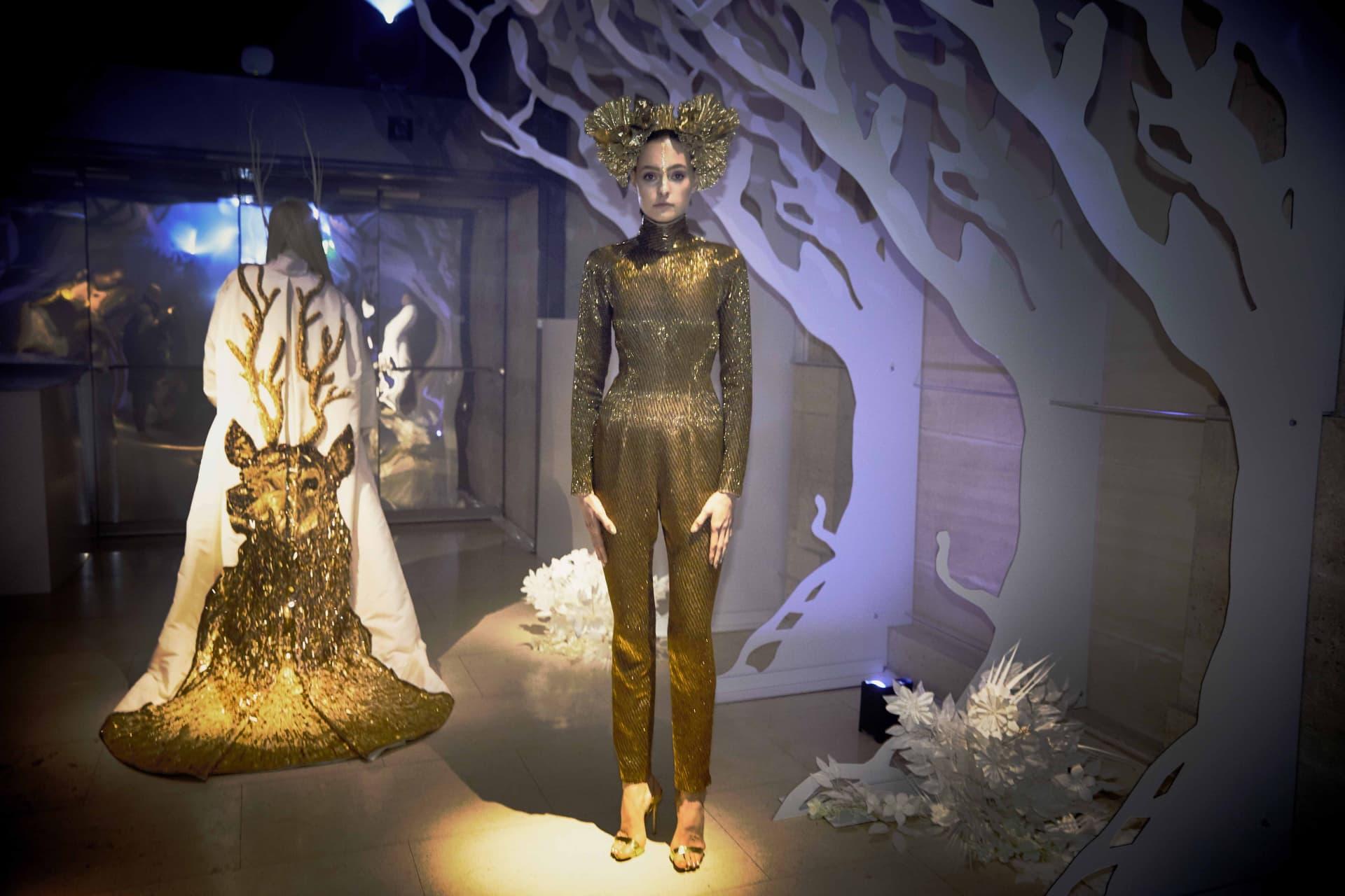 Model in gold.