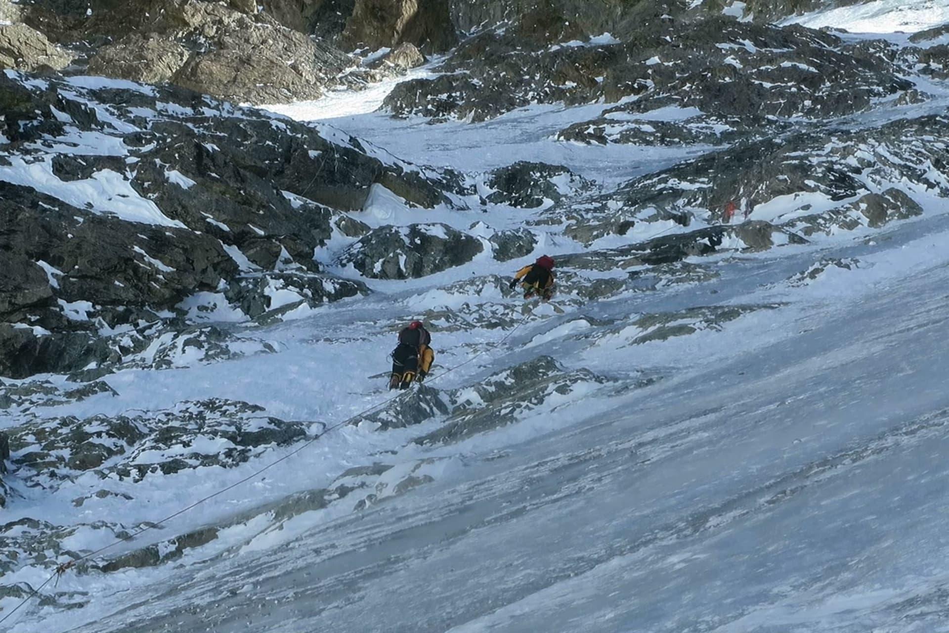 Brant! Till och med överhängande is på sina ställen uppför Annapurna!