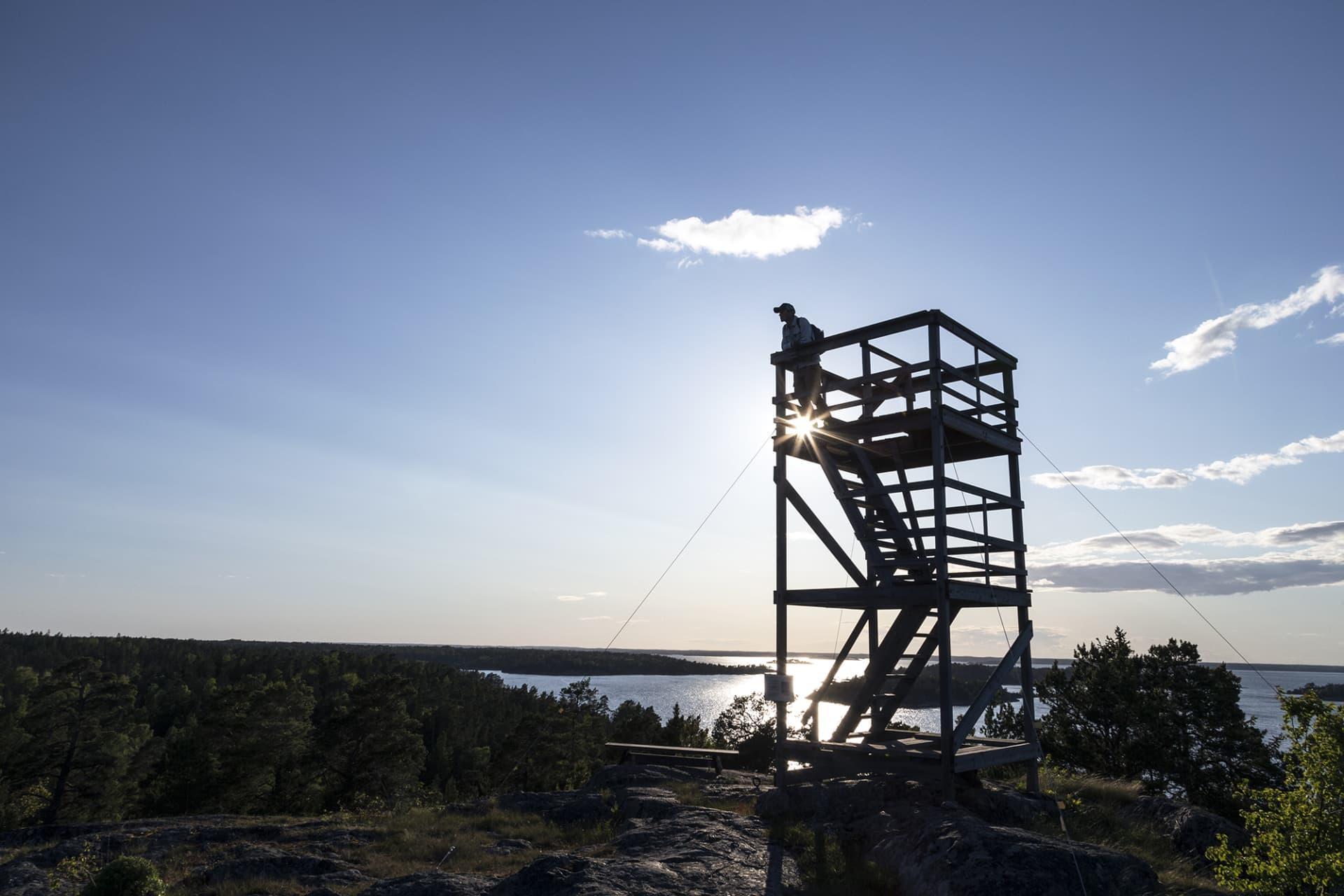 Från utskikstornetpå Nämdö ser man över hela ön.