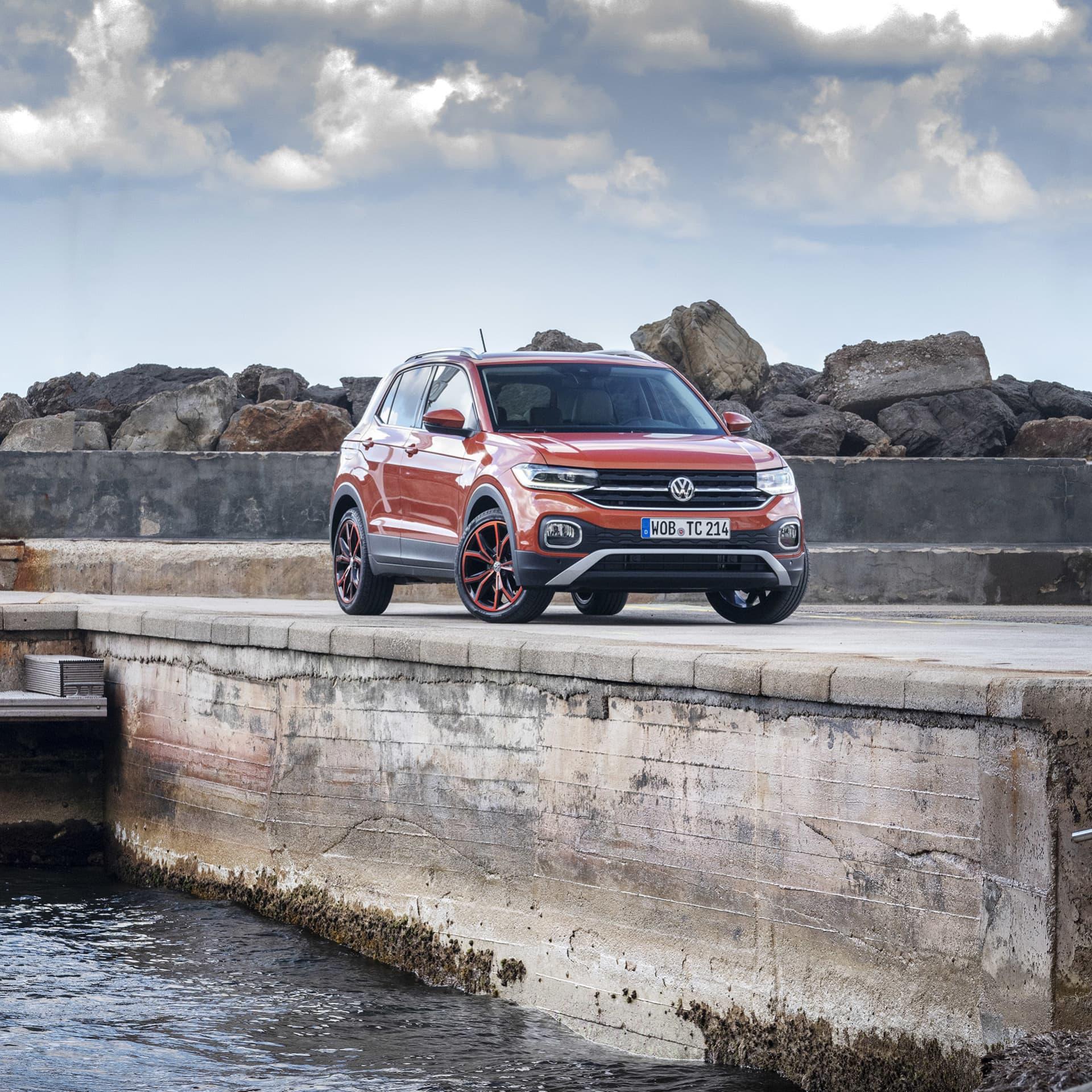 T-Cross har fått samma front som de övriga suvmodellerna från Volkswagen. Det är viktigt att tydligt känna släktbanden mellan de olika modellerna.