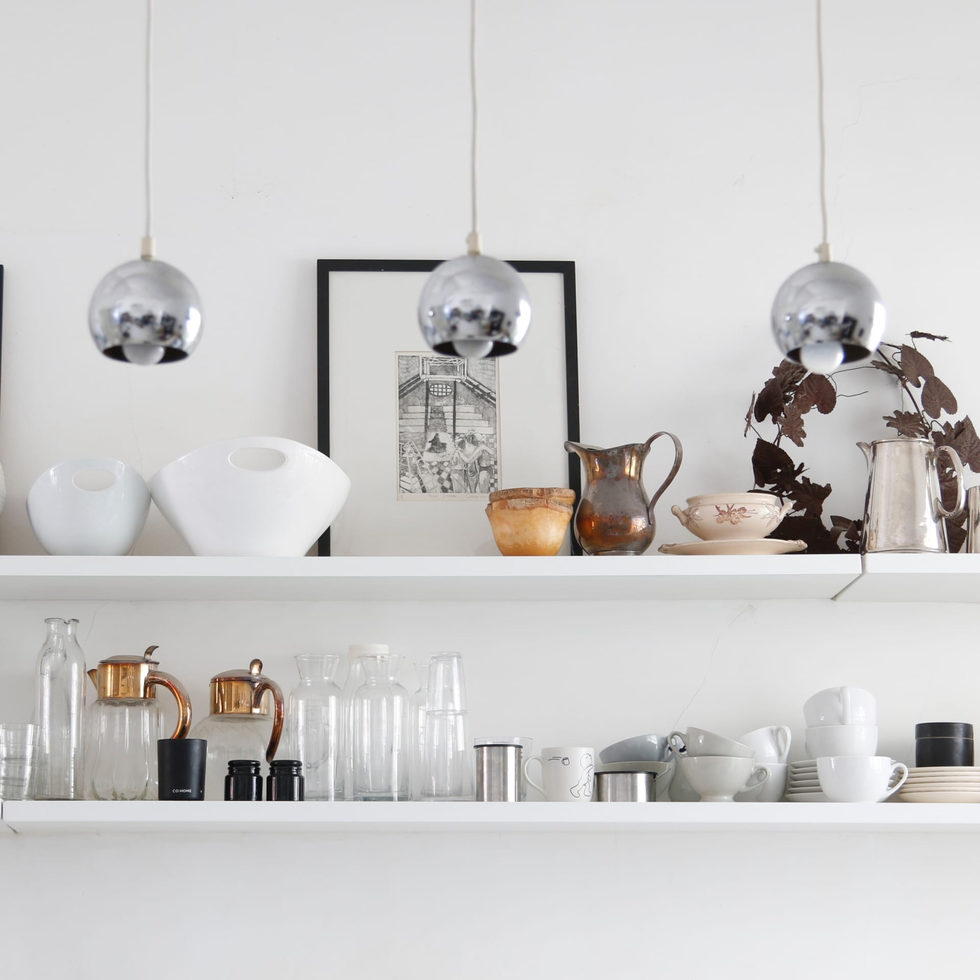 The open kitchen shelves are practical and are used to store glassware, crockery and some items that the owner has collected on her travels.