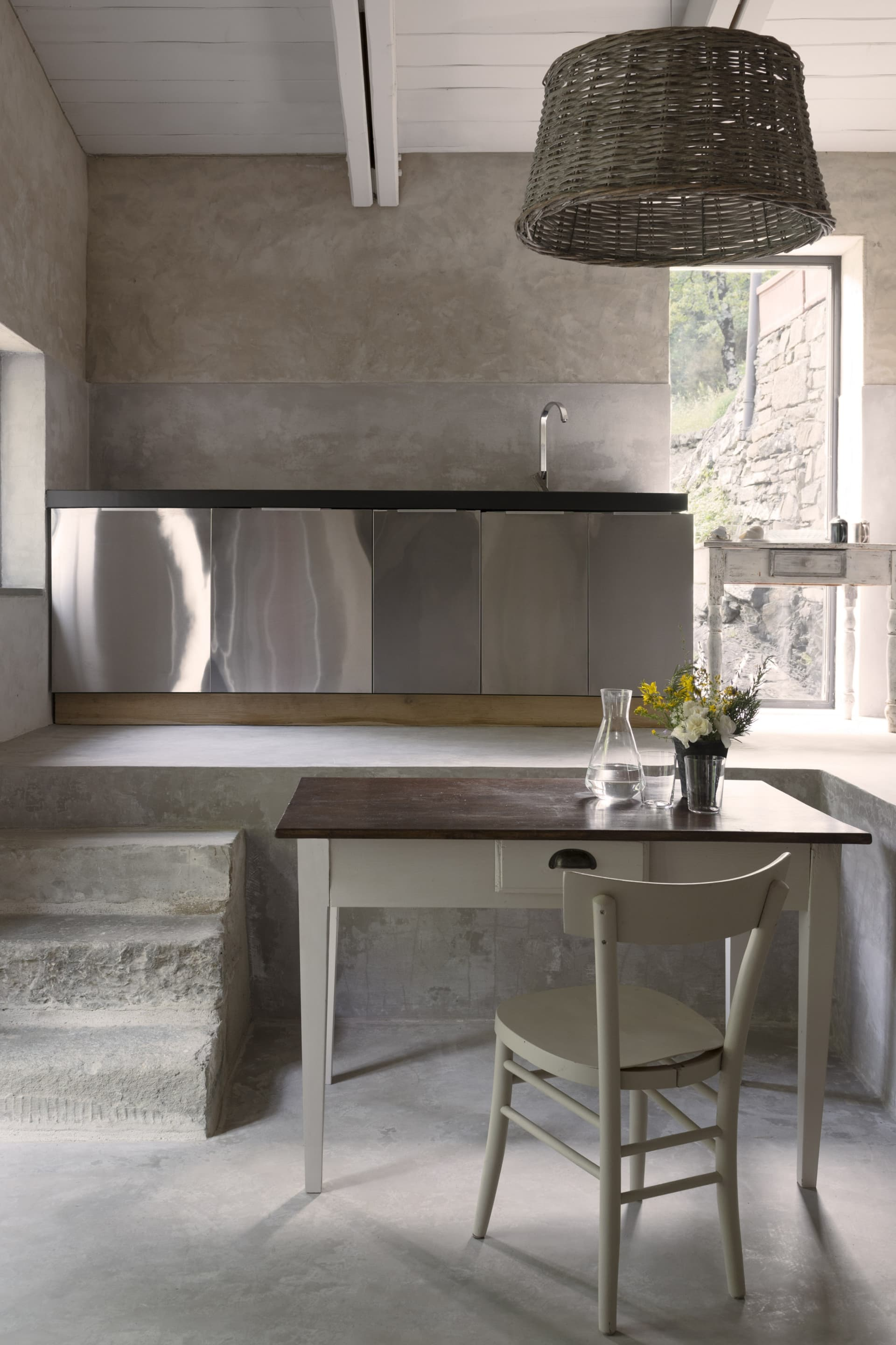 The cooking corner of the apartment La Tramoggia, an independent outbuilding for two people.