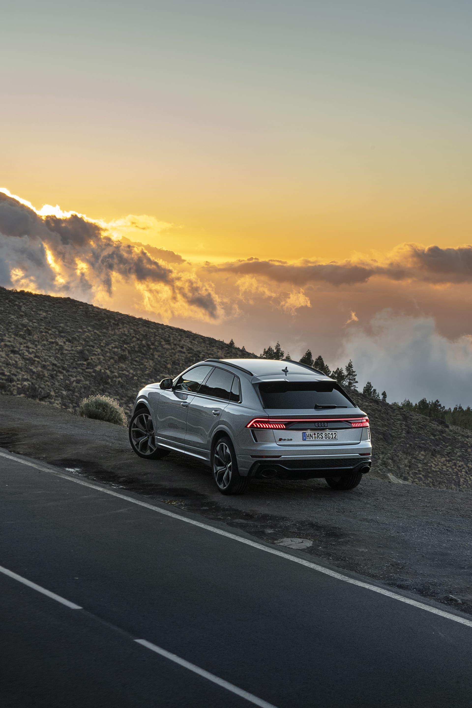 Vägarna runt vulkanen Teide tillhör det bästa i Europa. Silkeslen asfalt men man får se upp efter regn då rakbladsvassa stenar lätt hamnar på vägen vilket i värsta fall kan innebära punktering.