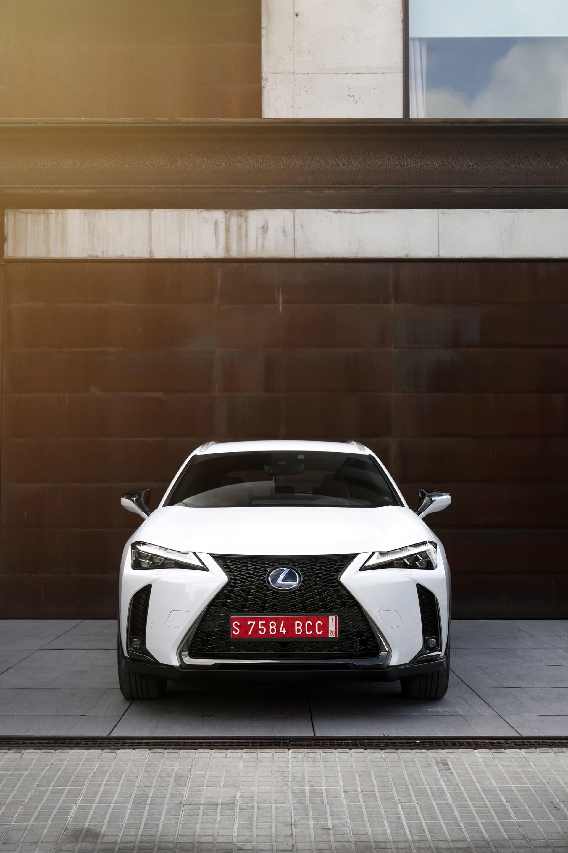 Fotograferingen av Lexus UX 250h gjordes utanför Studio Sitges, en fotostudio som passar för både reklam, mode och bilfotograferingar. För info och bokning besök www.studiositges.com.