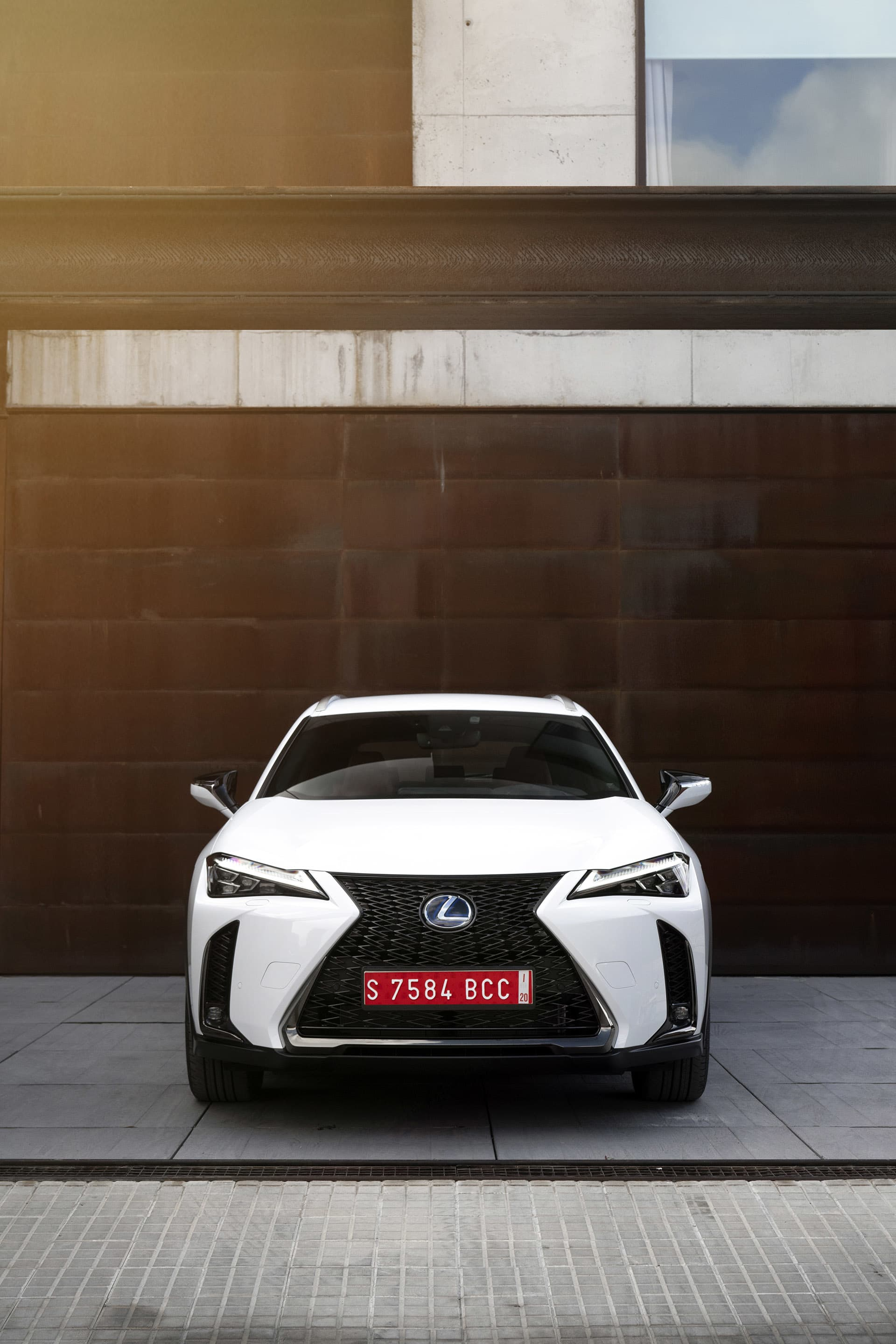 The photographs of the Lexus UX 250h were taken outside Studio Sitges, a photo studio suitable for both advertising, fashion and car photography (studiositges.com).