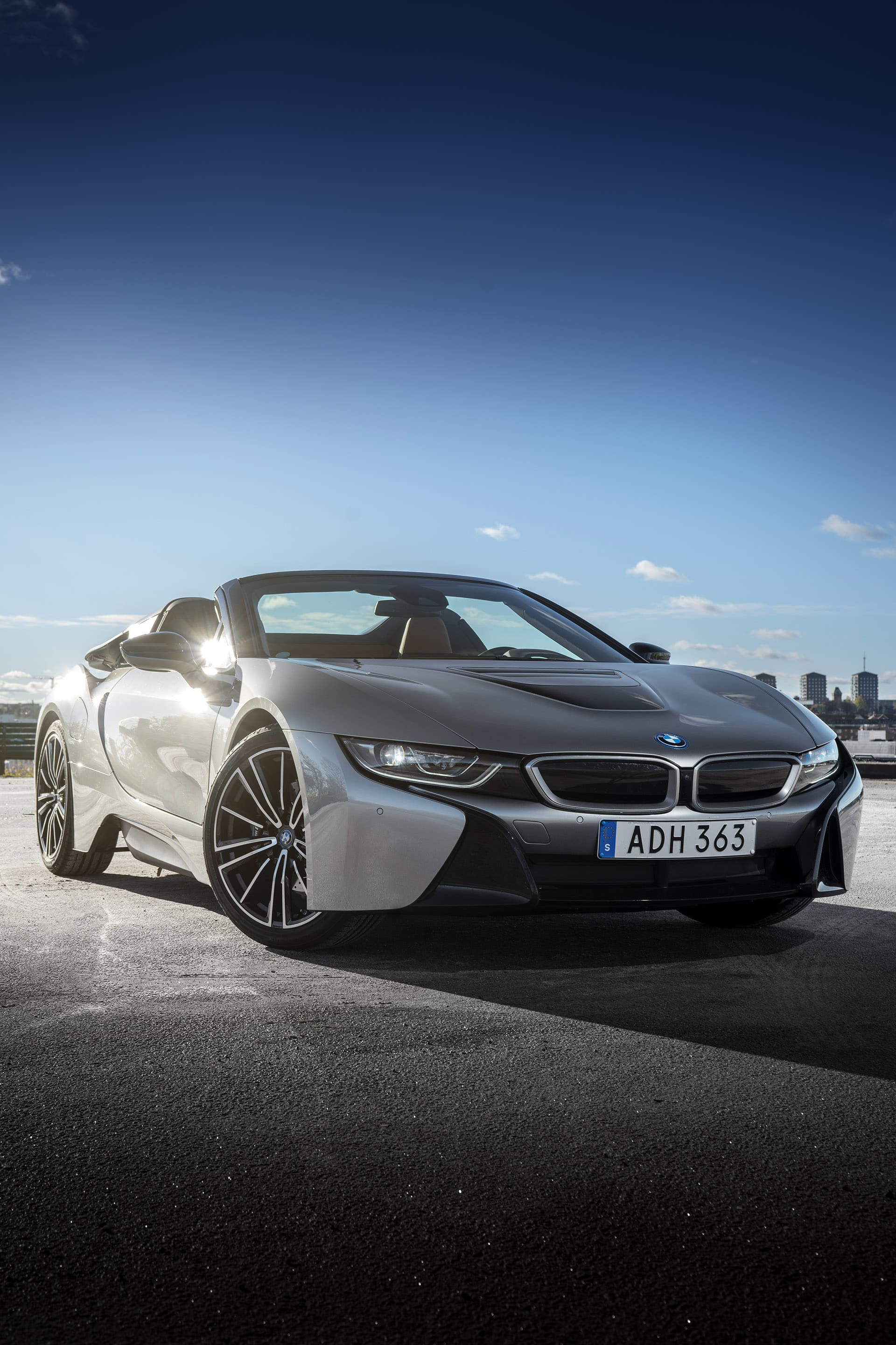 The front is low on the i8 Roadster, so the air level will be as low as possible.