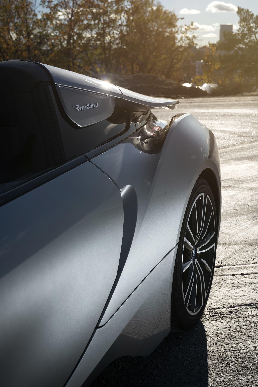 BMW i8 Roadster är fylld med aerodynamiska designinslag, en del hämtade från konceptet M1 Hommage Concept.