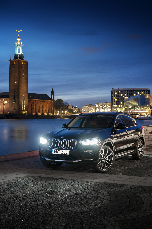Det som framförallt skiljer nya X4 från den förra generationen är den nya stora grillen, eller njurarna som det heter på BMW språk.