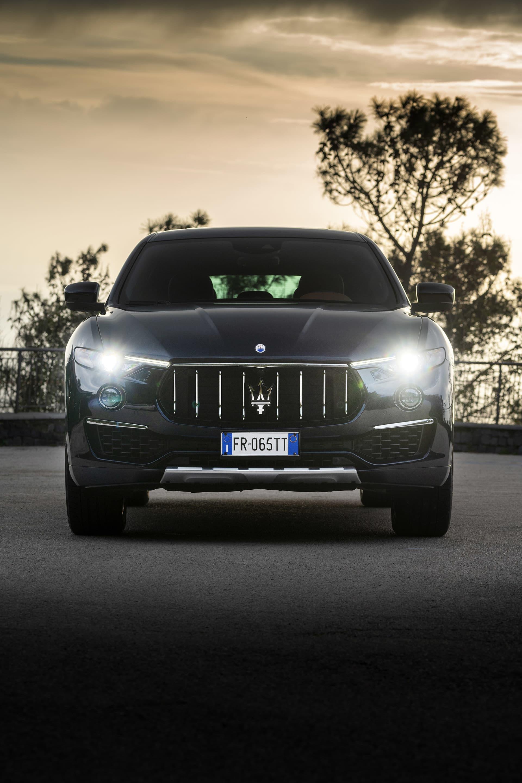 Ser du denna vy i din bakspegel betyder det att det är dags att flytta på att dig om du intevill bli spetsad av Neptunus vapen i fronten på Levante S och övriga Maserati modeller.