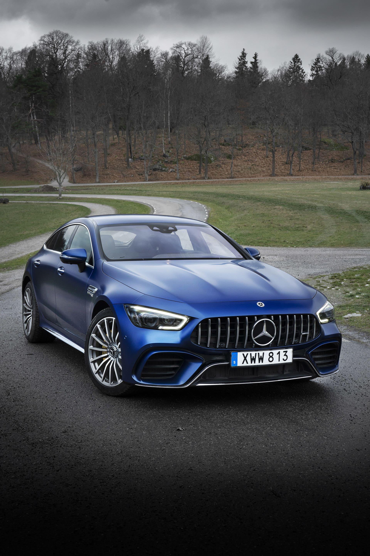 Den mattblåfärgen är passar verkligen en bil med sånna här former och är det enda som gör den aningen mindre aggressiv i sitt utseende.