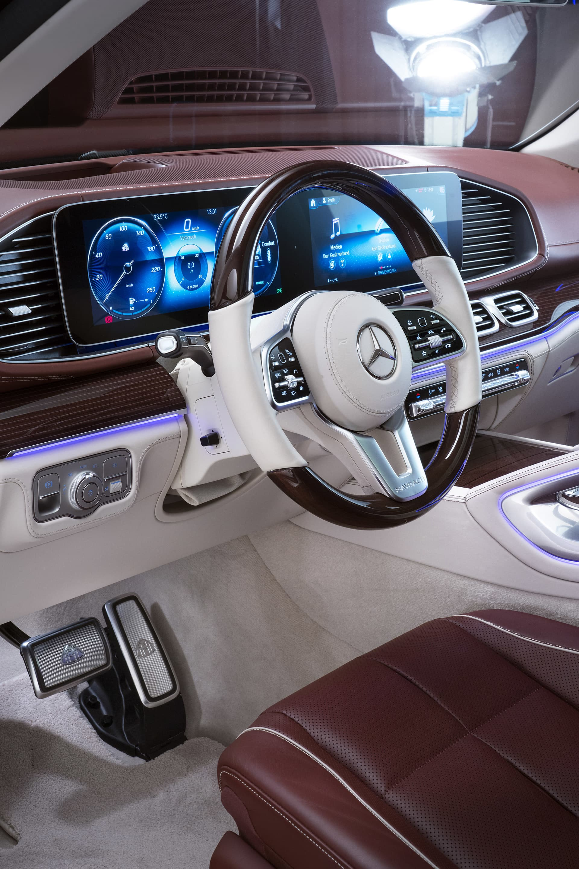 The driving environment in the Maybach GLS is dominated by the wide display in front of the steering wheel. This car is equipped with a unique driving program, specially designed for maximum comfort in the rear seat.