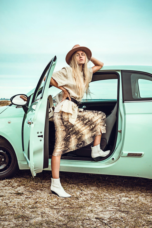 Strike a pose while we wait.Shirt, Elton. Hat andskirt, Pieces. Shoes, Primark. Belt,Vintage. Watch,Daniel Wellington. Car, Fiat 500.