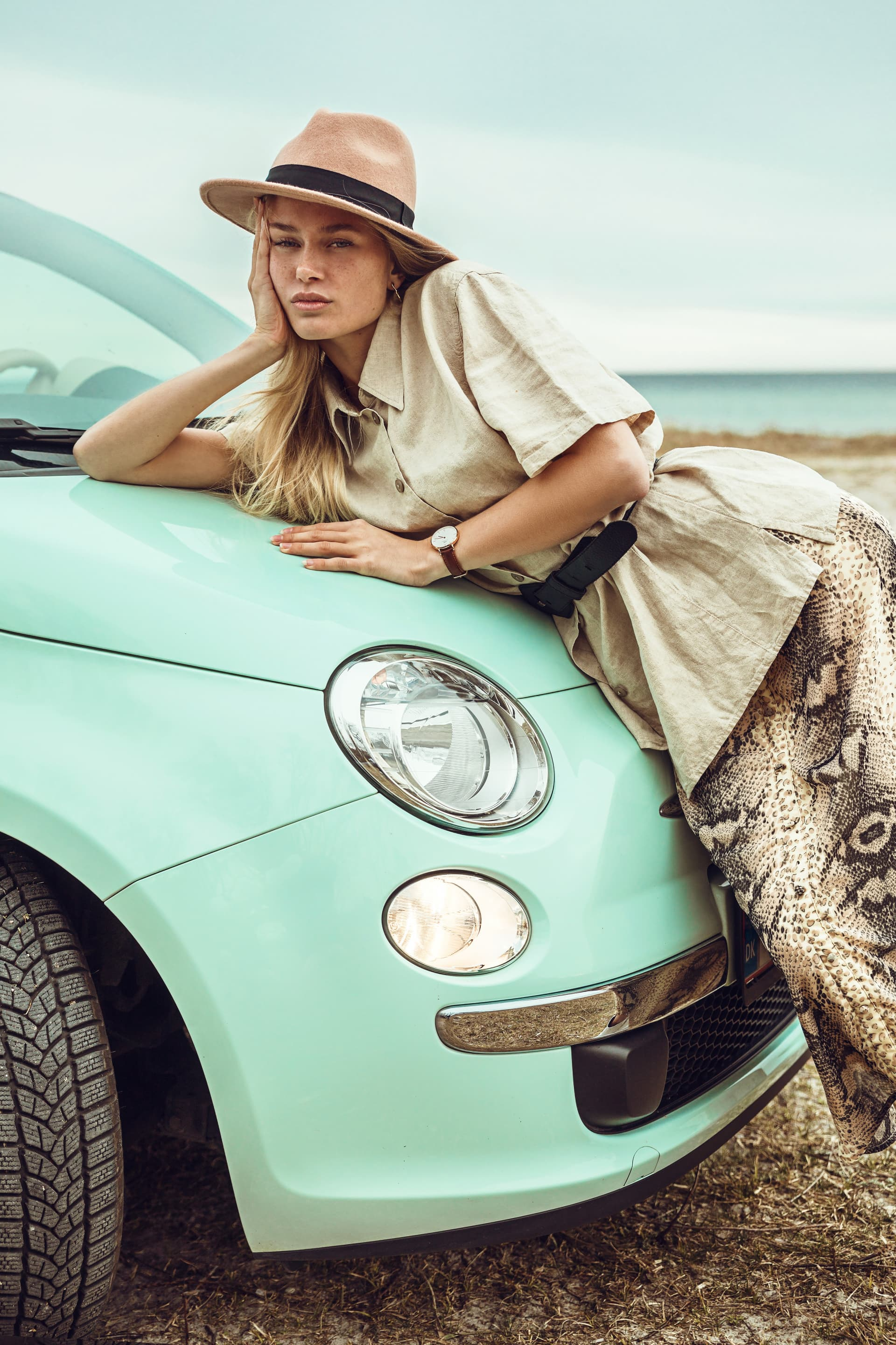 Can't we just go? Shirt, Elton. Hat and skirt, Pieces. Watch, Daniel Wellington. Car, Fiat 500.