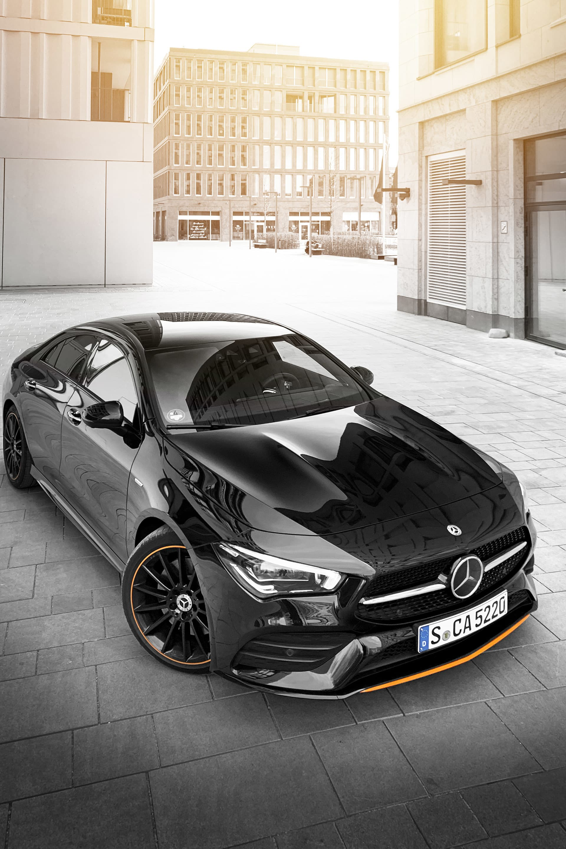 Despite its small format, the new CLA exudes a lot of attitude, especially in the Edition Orange Art.