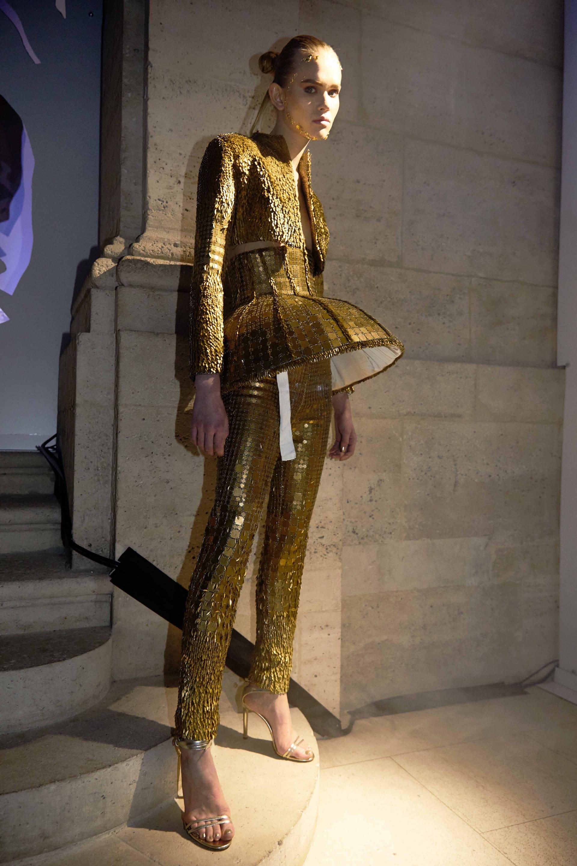 Model in gold II.
