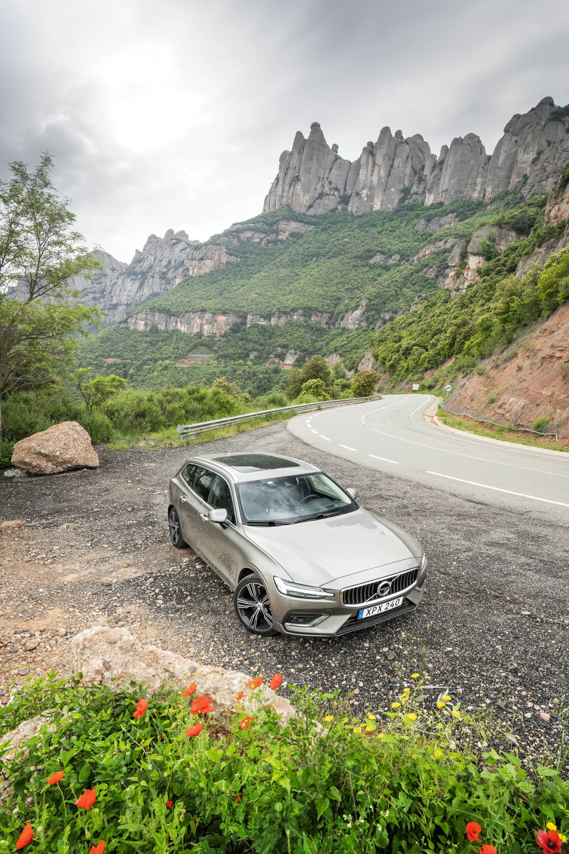 V60 hade ingen anledning att skämmas på de kurviga vägarna runt berget Montserrat.