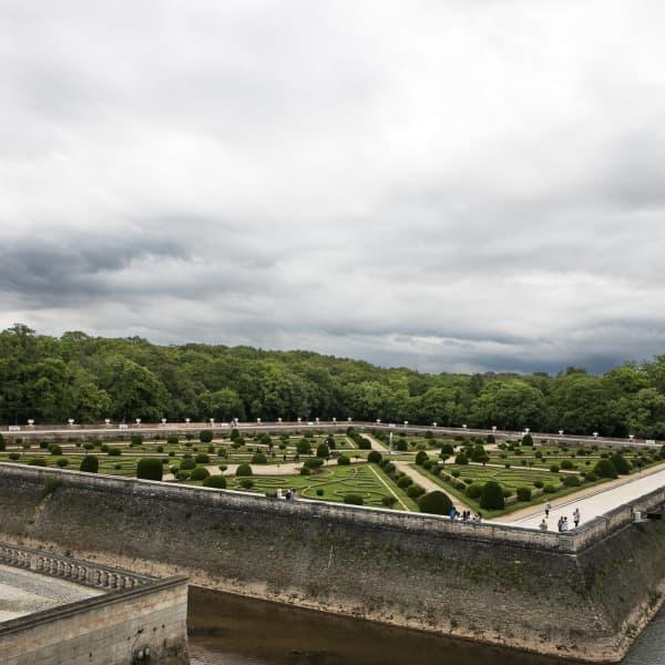 Ingen fransk trädgård utan en barockträdgård. På Chenonceau låg den lite avskilt separerad med vallgravar från parkens övriga delar.