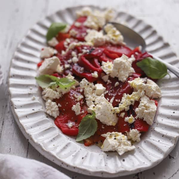 Sallad med grillad paprika, fetaost och sherryvinägrett, recept, styling och foto Maria Zihammou