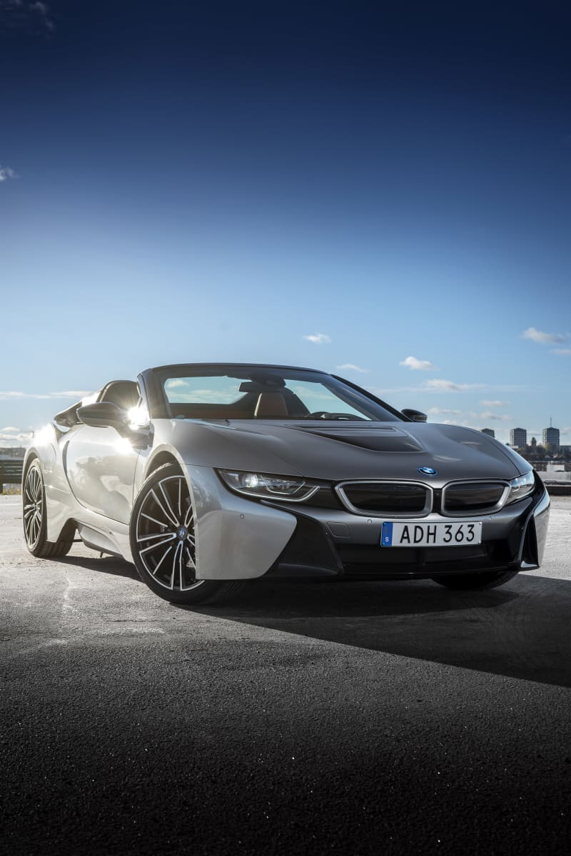 The front is lowon the i8 Roadster, so the air level will be as low as possible.