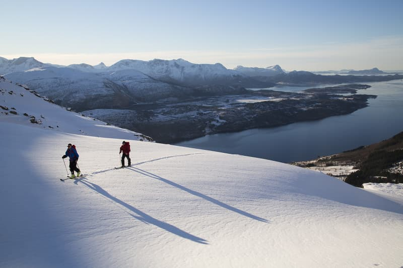 Erik Studer and Anders Wingqvist on their ascent to Ronsfjellet.