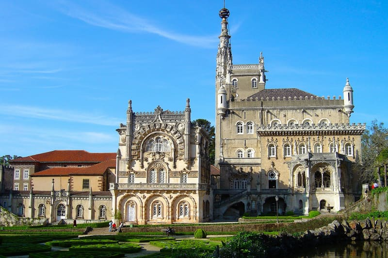 The splendor of the Palace Hotel do Buçaco. The area around was part of a Carmelite convent established in 1628. The monks of the Convento de Santa Cruz do Buçaco not only built a convent but also created a luxurious garden with many species of trees. The garden was supposed to represent Mount Carmel (where the order was founded) and the Earthly Paradise. Photo credit: Vitor Oliveira.
