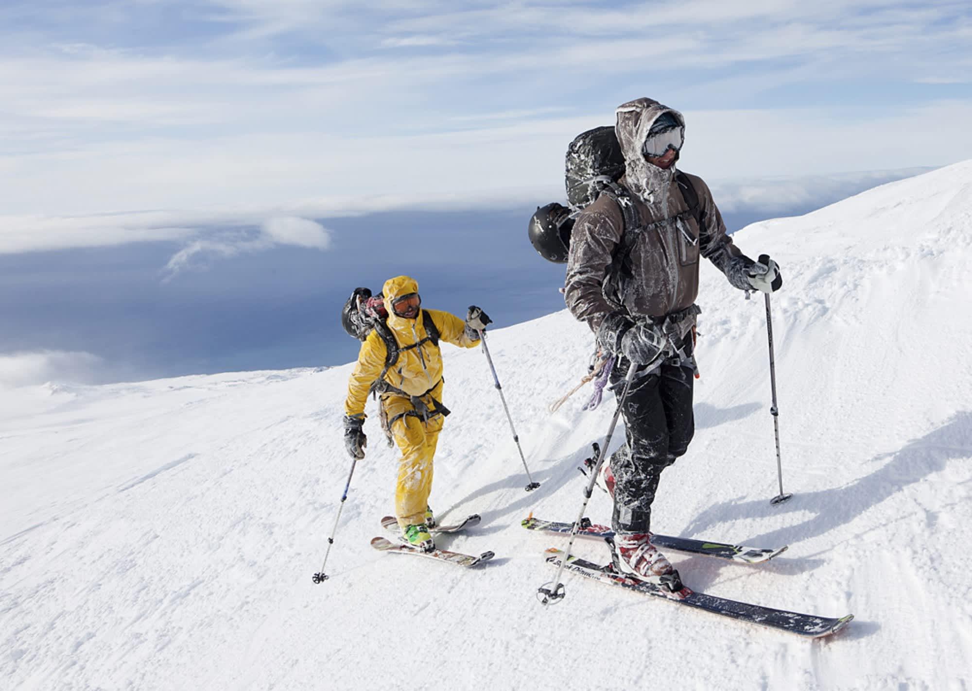 Jan Mayen är fuktigt och kläderna blir ofta isbelagda.
