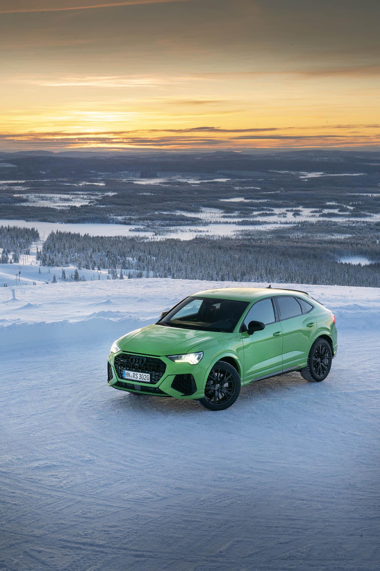 Lite, grön och otroligt rolig. Audi RS Q3 imponerar och sprider glädje på fjället.