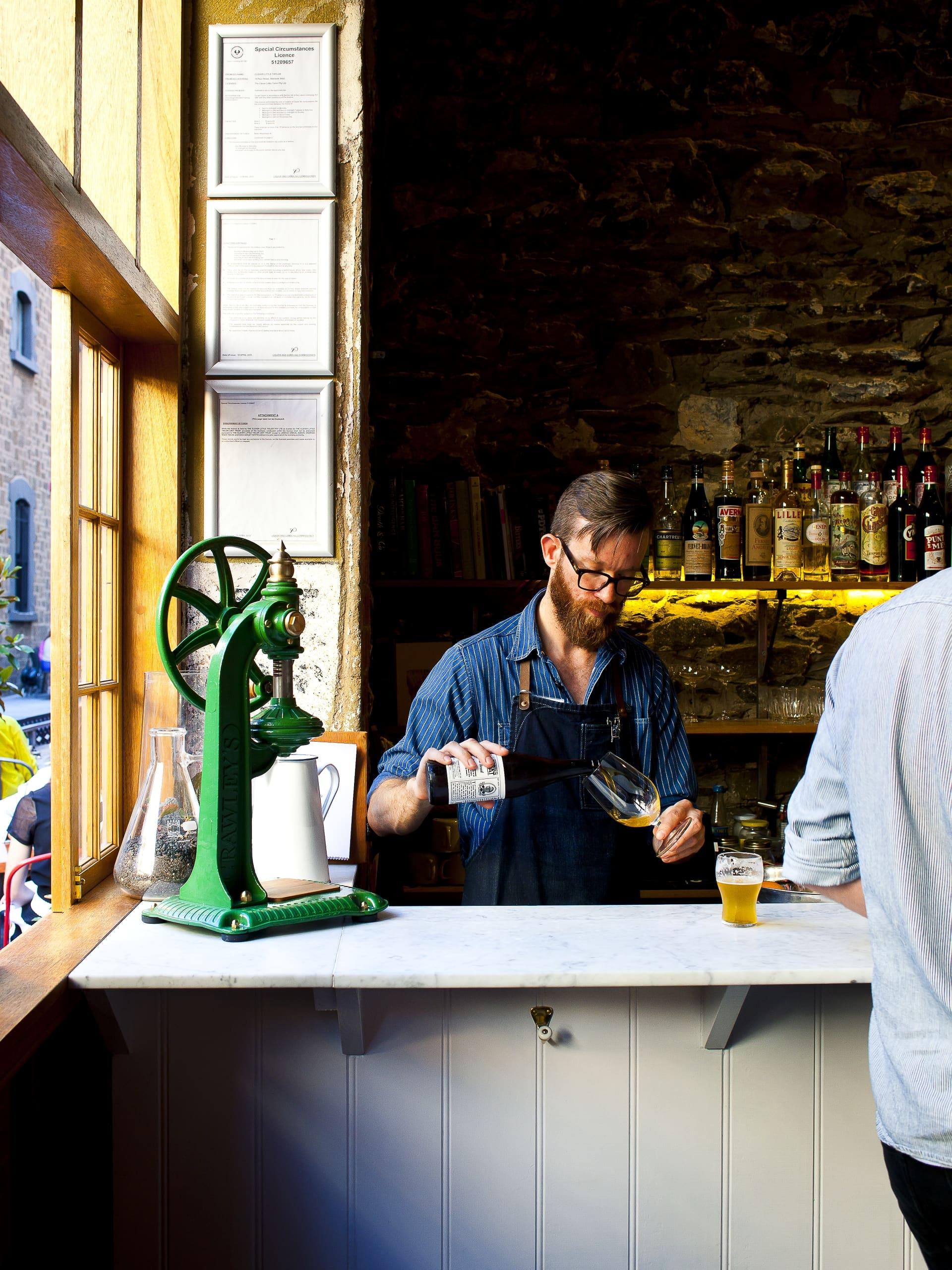 Bartender påClever Little Tailor.