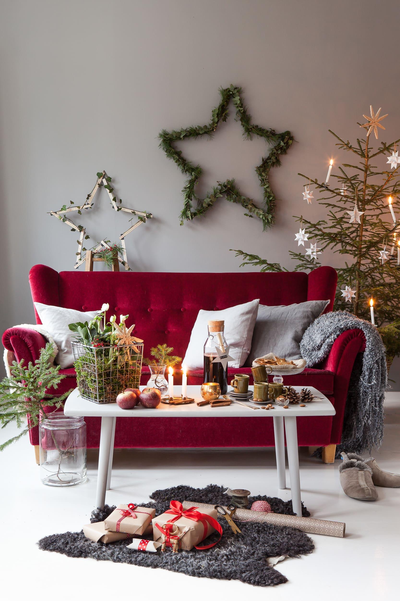 Skapa stämning och dekorera med stjärnor så blir julengnistrande fin!