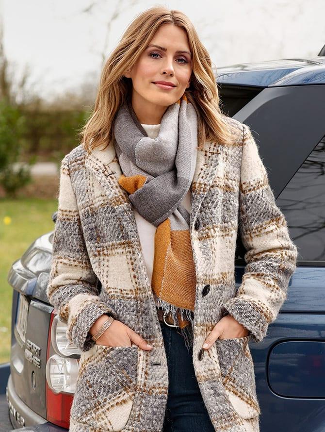Winterliche Outfits bei MONA shoppen. Zu den Outfits.