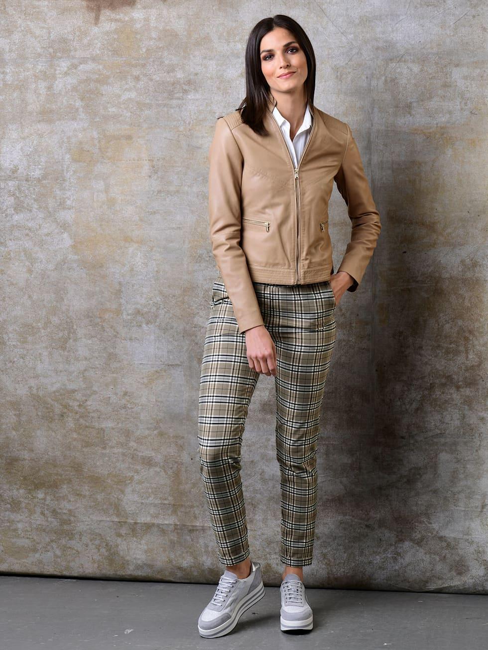 HW21_Outfitteaser_Luxury Neutrals_1
