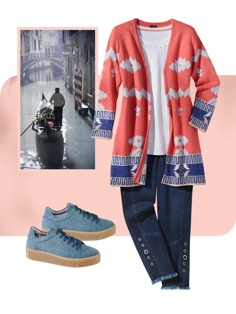 MIAMODA Große Größen Kampagne strahlende Farben - Outfit in der Farbe blau