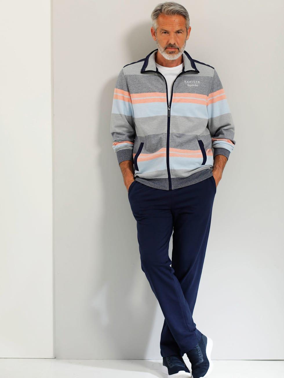 Sportivo-Outfit: Bunter Freizeitanzug in Marine, Grau und Orange