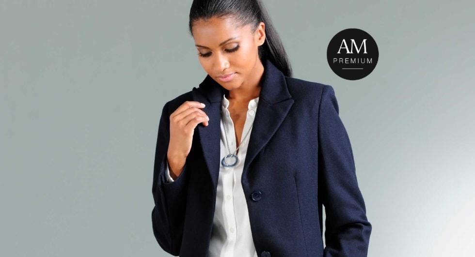 Dieser stilvolle Mantel begeistert mit einem luxuriösen Tragegefühl