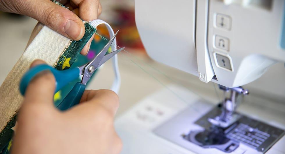 fashion upcycling naaimachine schaar