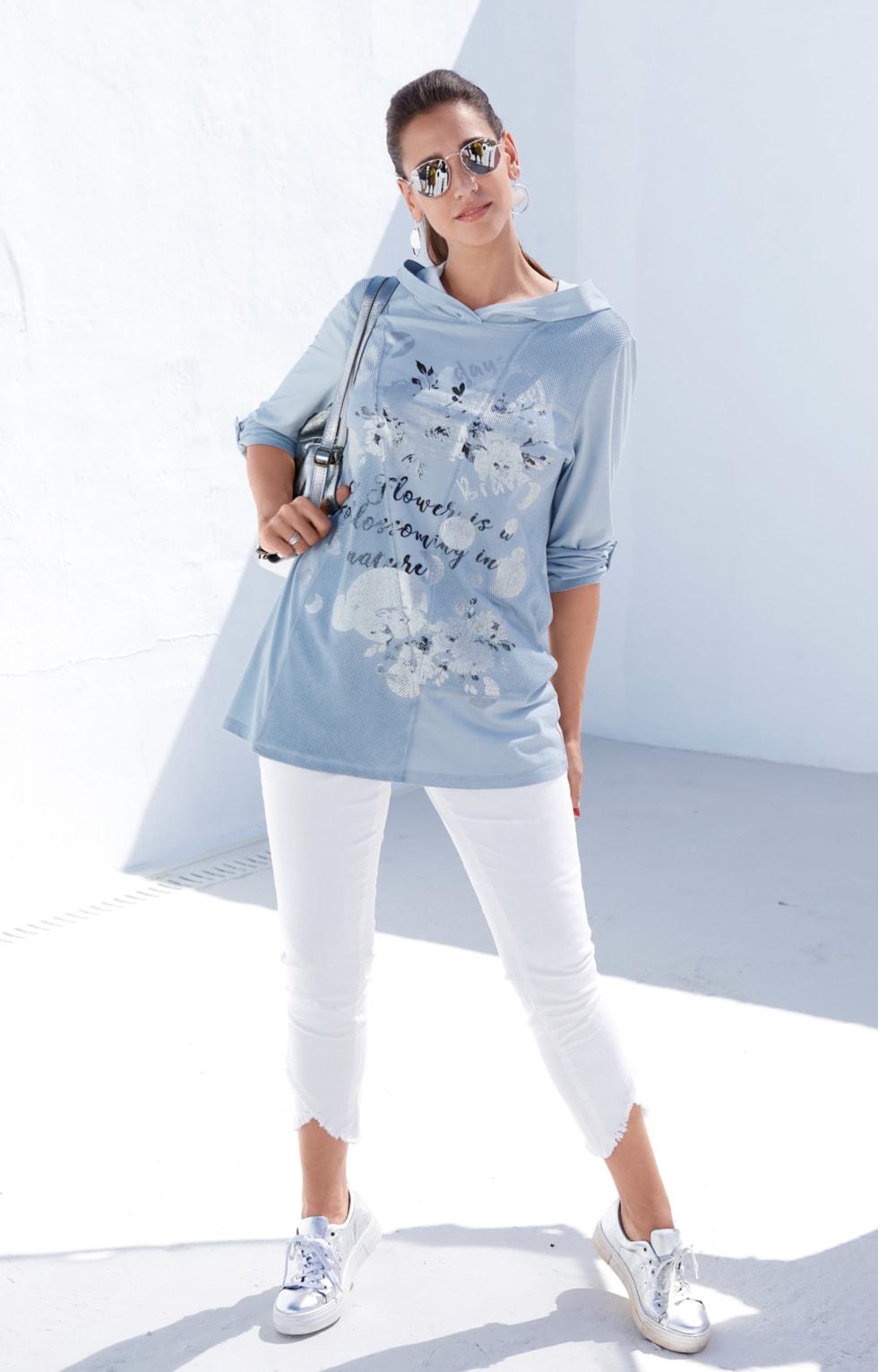 MIAMODA Große Größen Langarmshirt in hellem Frühlingsblau und weißer Jeans